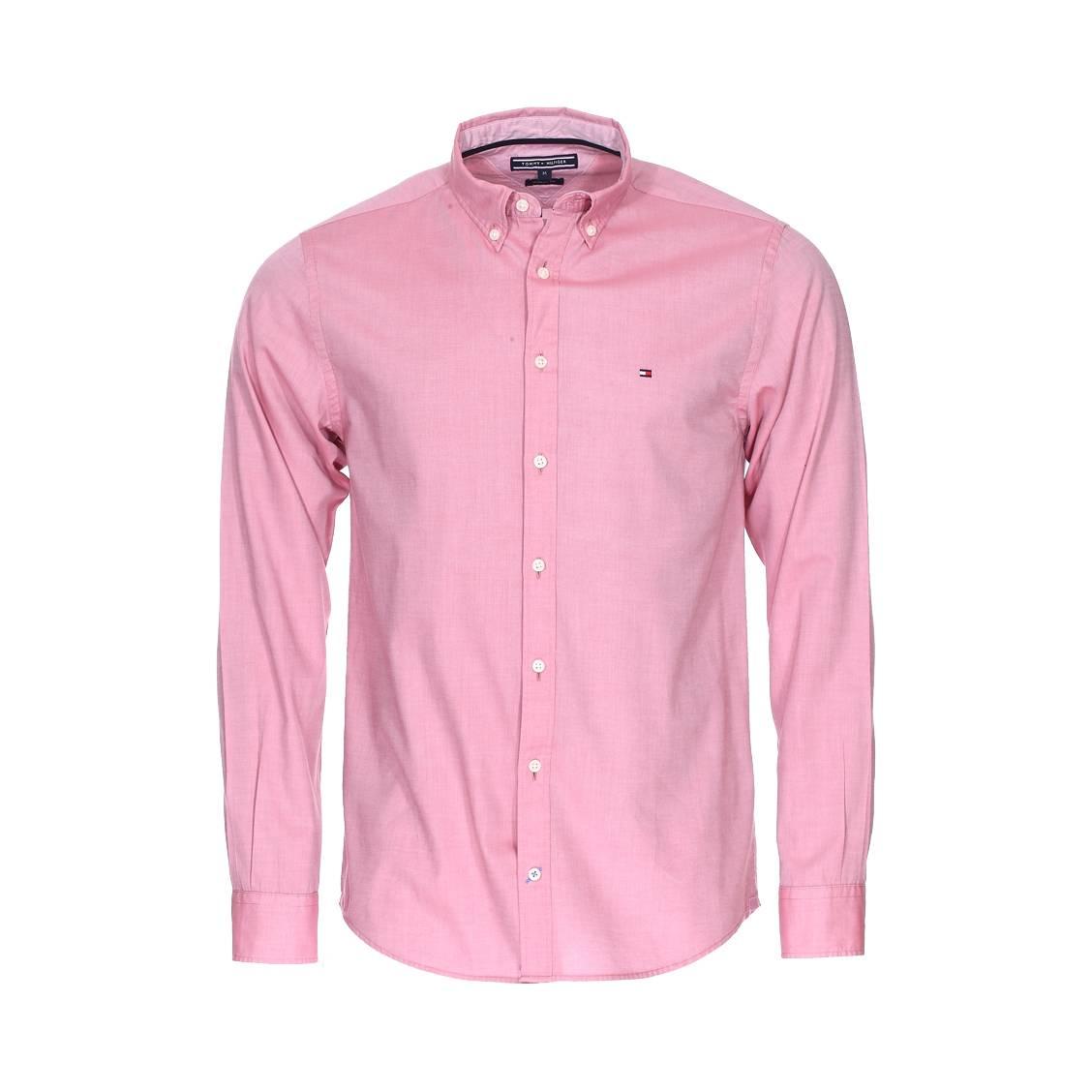 Comment se porte une chemise Tommy Hilfiger?